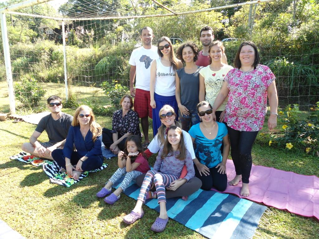 Este foi o grupo do primeiro yoga ao ar livre do Oikos, o nosso domingOikos