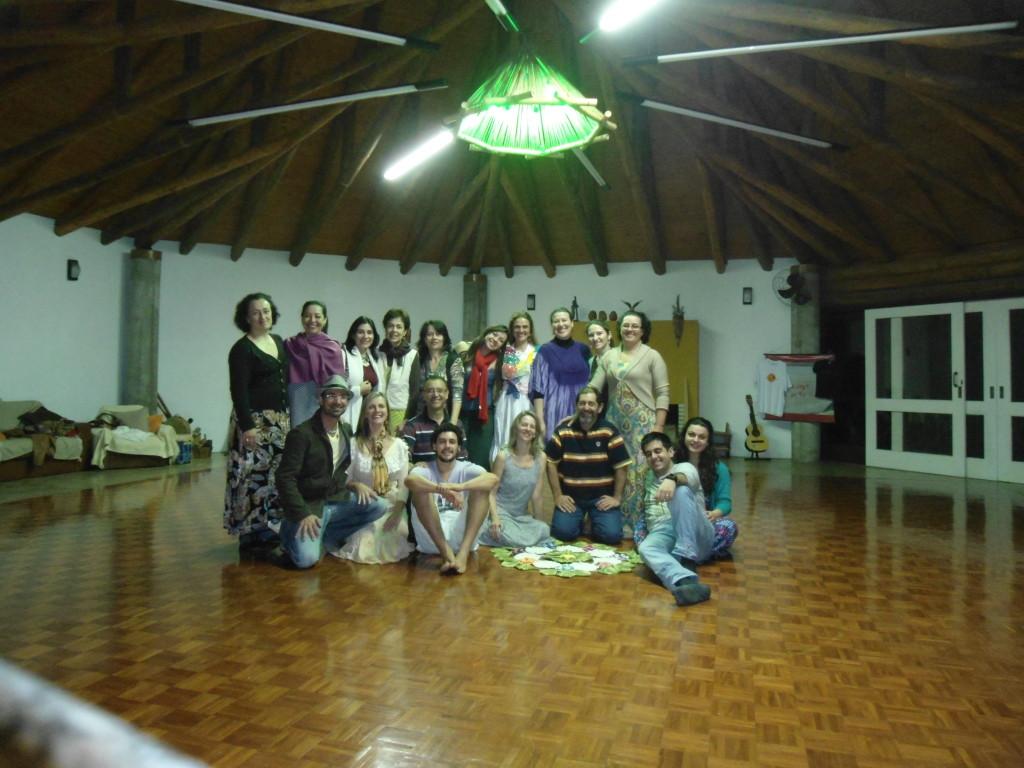 Este lindo grupo dançou a unidade neste sábado a noite no Oikos