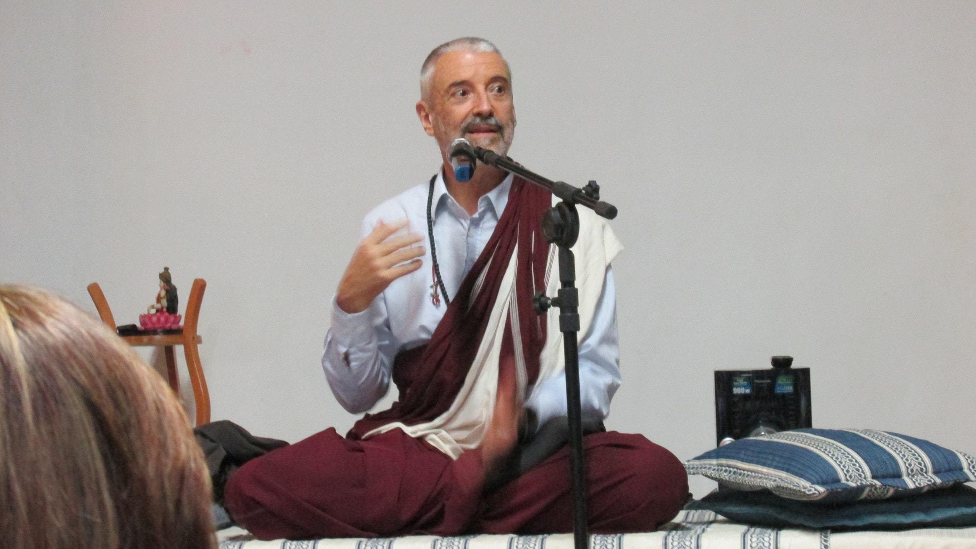 Nosso querido mestre, Lama Padma Samten, em palestra no ano de 2015 no Oikos